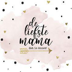 Trendy moederdag kaart met waterverf, gouden confetti hartjes & accenten en handlettering tekst. Dit kaartje is verkrijgbaar bij #kaartje2go voor € 1,99