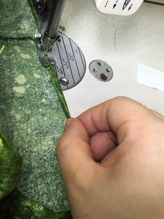 손쉽게 말아박기 하는 방법 ☆ 말아박기 노루발, 벤롤 없이도 가능해요~~♡ : 네이버 블로그 Sewing Hacks, Good To Know, Hand Sewing, Diy And Crafts, Sewing Patterns, Blog, Sewing By Hand, Blogging, Patron De Couture