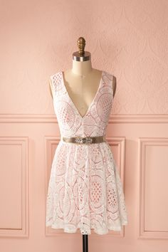 Une petite robe sucrée pour la plus jolie des demoiselles ! A little sweet dress for the most beautiful lady! Pink and white sleeveless lace belted dress www.1861.ca