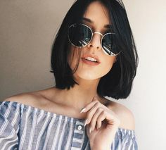 Straight hair is a type of hair that clearly shows the color of hair, as well as being a hair type that every woman wants. Whether thin or thick, straight hair. Medium Hairstyles, Curly Hairstyles, Short Haircuts, Straight Hairstyles, Brunette Hairstyles, Black Hairstyles, Trendy Hairstyles, Hairstyles 2018, Black Haircut Styles
