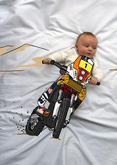 Teo de Mayor quiere ser Motorista. Fotografia & Ilustración Creativa de bebés y niños soñadores. bebé baby