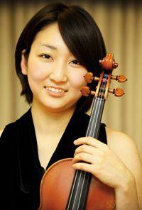 ♪ヴァイオリン  小林亜里沙  小林 亜里沙  4歳よりヴァイオリンを始める。  東京芸術大学音楽学部附属音楽高等学校を経て、2010年東京芸術大学卒業。  その後2012年ニュルンベルク音楽大学大学院を卒業し、  同年9月よりベルリン芸術大学ソリストコース在学。  2013年1月よりベルリン・コンツェルトハウス管弦楽団にアカデミー生として所属。  第58回全日本学生音楽コンクール高校生の部東京大会、入選。  2003年より霧島国際音楽祭にてダニエル・ゲーデ氏のマスタークラスを受講。  同音楽祭の選抜者によるロビーコンサートに複数回に渡り出演。  平成25年度文化庁新進芸術家海外研修制度にて選出され、  9月より奨学生として留学を継続予定。  これまでに中藤節子、水野佐知香、岡山潔、玉井菜採の各氏に師事。  ドイツ、ニュルンベルクにてダニエル・ゲーデ氏に、ベルリンにてマーク・ゴトーニ氏に師事。