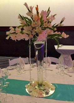 CBC268 Weddings Riviera Maya  tall centerpices with gladiolus / centro de mesa alto con gladiolas