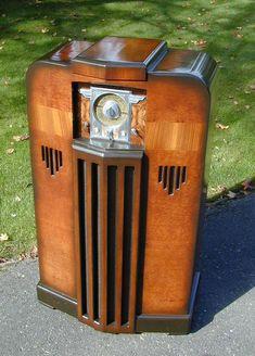 Vintage Tv, Vintage Antiques, Radio Record Player, Record Players, Tvs, Retro Radios, Old Time Radio, Radio Wave, Audio Room