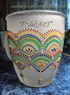 On a flower pot! Dot Art Painting, Mandala Painting, Pottery Painting, Ceramic Painting, Painting Patterns, Pottery Art, Glass Bottle Crafts, Bottle Art, Crackpot Café