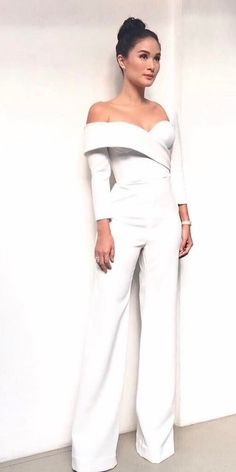 Wedding Suits - To make you a bright, beautiful bride will help a gorgeous wedding dresses 2018 from world top designers. They know what kind of gown you are dreaaming. Jumpsuit Formal Wedding, Wedding Pantsuit, Formal Jumpsuit, Wedding Jumpsuit, Wedding Dresses 2018, Wedding Suits, Wedding Attire, Rehearsal Dinner Looks, Rehearsal Dinner Outfits