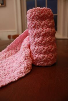 Beautiful crocheted scarf. Easy