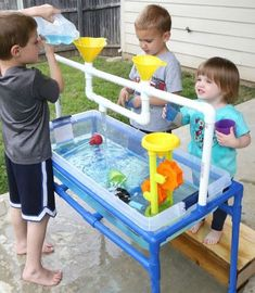 Make a sand or water table for the kids - Mouths of Mums Kids Outdoor Play, Outdoor Play Areas, Kids Play Area, Backyard For Kids, Backyard Projects, Outdoor Fun, Diy For Kids, Kids Water Play, Backyard Ideas