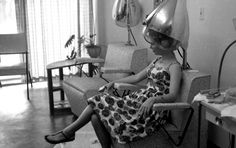 Getting big hair ready! Unidentified woman at a beauty parlor in Tallahassee, Florida Date: May 1962 1950s Hairstyles, Vintage Hairstyles, Love Hair, Big Hair, Best Affordable Hair Dryer, Vintage Hair Salons, Hair Dryer Brands, Retro Updo, Professional Hair Dryer
