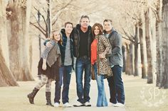 Styling ideas when your kids are teens and older by Simplicity Photography Family Picture Poses, Family Photo Sessions, Family Posing, Family Portraits, Posing Families, Winter Family Photos, Family Of 5, Family Pics, Teenage Family Photos