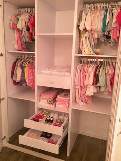 Baby closet Baby Bedroom, Baby Boy Rooms, Baby Room Decor, Girls Bedroom, Kid Closet, Room Closet, Closet Hacks, Nursery Closet Organization, Closet Layout