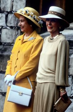 .Queen Elizabeth II and Mrs. Reagan.