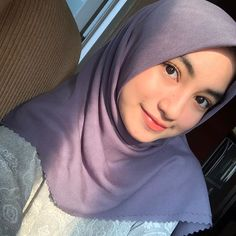 Casual Hijab Outfit, Hijab Chic, Ootd Hijab, Cute Asian Girls, Cute Girls, Modest Fashion, Hijab Fashion, Selfie Poses, Muslim Dress