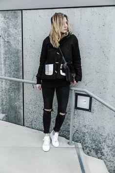 Outfit: Nubikk Sneaker, Skinny Jeans und Jäckchen