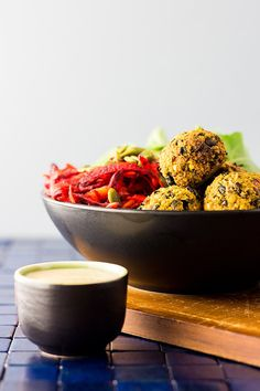 "aplantbasedworld: ""Vegan nourish bowl with beet salad and bean ballsHigh in protein, iron and fibre, this tasty vegan nourish bowl with beet salad and black bean, walnut and turmeric balls will help you recharge in all the right. Vegan Lunch Recipes, Vegetarian Lunch, Healthy Recipes, Clean Eating, Healthy Eating, Healthy Food, Beet Salad, Veggie Dishes, Beets"