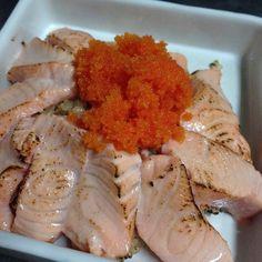 #salmon #aburi #tobiko #sushi #brownrice #แซลมอน #แซลมอนลนไฟ #ซช #ขาวกลอง #homemade   sashimi grade salmon seared by torch  แซลมอนลนไฟ กบไขกง(ไขปลา) ขางลางเปนขาวกลองซช (หงครงแรกกลายเปนขาวตมเพราะทำตามคำแนะนำขางถง  หงทำจานนรอบสองกะนำเองกลายเปนขาวสวยแขง ๆ ) #food #foodporn #delicious #eating #foodpics #foodgasm #foodie #tasty #yummy #eat #hungry #love #bkk #thailand #japanesefood #nofilter by ifour_food