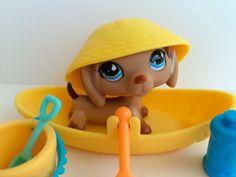 Littlest Pet Shop RARE Dachshund #518 w/Blue Teardrop Eyes, Hat & Accessories #Hasbro