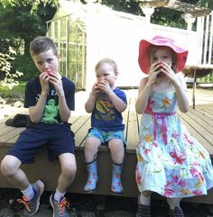 5 Ways to Get Your Kids Off Their Screens and Playing Outside - Modern Parents Messy Kids Quiet Time Activities, Creative Activities For Kids, Craft Projects For Kids, Summer Activities, Family Activities, Outdoor Activities, Parenting Teens, Parenting Hacks, Handmade Baby Gifts