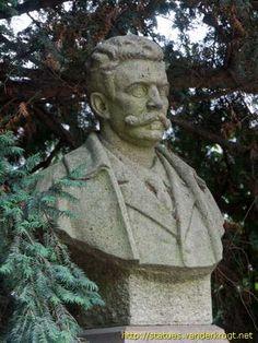 Guy de Maupassant  -  Sculptor:  Robert Busnel (1881-1957), French sculptor