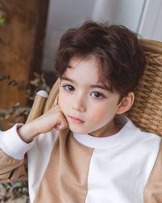 What if. JeongCheol SeokSoo JunHao SoonHoon Meanie and Verkwan Berumah tangga dan punya anak? Cute Kids Pics, Cute Baby Girl Pictures, Cute Baby Boy, Cute Girl Face, Cute Asian Babies, Korean Babies, Asian Kids, Cute Little Boys, Cute Boys