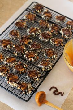 Dark chocolate caramel thumbprints with almonds | carmelmoments.com