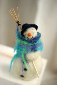 Wohndekoration - Filz Schneemann – Trockenfilz Weihnachtsschmuck - ein Designerstück von FeltArtByMariana bei DaWanda