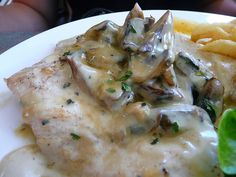 Andrew's Creamy Mushroom Chicken recipe: Delicious and juicy baked chicken breasts coated in creamy mushroom and rice sauce. Slow Cooker Huhn, Crock Pot Slow Cooker, Crock Pot Cooking, Slow Cooker Recipes, Crockpot Recipes, Chicken Recipes, Freezer Cooking, Creamy Mushroom Chicken, Slow Cooker Creamy Chicken