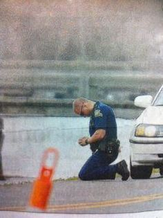 A Louisiana State Trooper praying at the scene of a FATAL car crash where a 7 and 9 year old were killed. We need more protectors who call upon God to guide their steps and thoughts, to keep themselves and us safe.