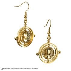 These gold-plated TIME-TURNER™ earrings are inspired by Hermione& Time-Turner pendant necklace featured in the movie Harry Potter and the Prisoner… Harry Potter Hermione Granger, Harry Potter Outfits, Daniel Radcliffe, Harry Potter Memorabilia, Gold Plated Earrings, Drop Earrings, Time Turner, Earring Box, Making Ideas