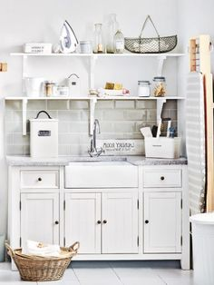 Wie praktisch wenn sich alles an einem Ort befindet - deswegen lieben wir Waschküchen. Denn hier steht alles, was wir für saubere Wäsche brauchen.