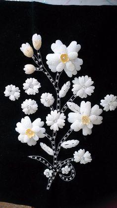 Ipek kozası Crochet Flowers, Fabric Flowers, Paper Flowers, Quilling Craft, Mini Chandelier, Metal Jewelry, Fiber Art, Sea Shells, Picture Frames