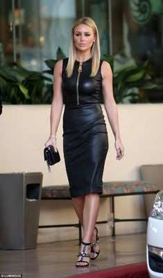 Alex Gerrard wears a black leather dress on her way to the annual Grammy Awards at the Staples Center in Los Angeles Tight Dresses, Sexy Dresses, Alex Gerrard, Dress Skirt, Bodycon Dress, Leder Outfits, Black Leather Dresses, Leather Skirts, Mini Vestidos