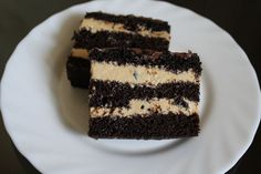 """Торт"""" Пяний чорнослив"""" Шоколадні коржі та крем суфле  з вершків та вареної згущенки  і чорнослив вимочений в ромі."""