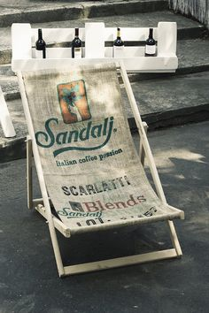 Leżak z worka po kawie (proj. Fabryka Palet), do kupienia w DecoBazaar.com