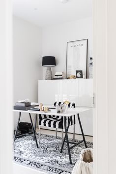 Desk Inspiration, Interior Inspiration, Home Office, Scandinavian Style Home, Modern Interior, Interior Design, Dark Interiors, Fashion Room, Kitchen Layout