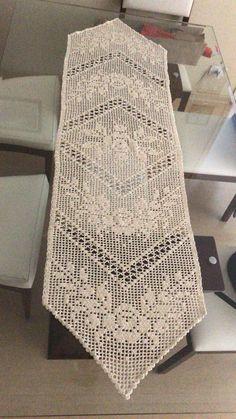 Crochet Table Runner Pattern, Diy Crafts Crochet, Filet Crochet, Table Runners, Crochet Patterns, Crafty, Rugs, Crochet Table Runner, Crochet Dollies