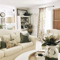 Sharing a little lunch break inspiration - This living room, you guys It belongs to the queen of farmhouse style decor, @lizmariegalvan! I absolutely love the subtle pops of color mixed in with all the neutral elements. I'm sure most of y'all are already following sweet Liz and her beautiful farmhouse, but if you're not (for some crazy reason) check her out! So much inspiration can be found on her feed. Happy Monday, friends! P.S. Can we make #lunchbreakinspiration a thing?? I'm kinda di...
