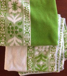 Vintage Towels, Set of 2 Towels, Vintage Linens, Vintage Houseware, Vintage Bath, Green Towel by CHICaDees on Etsy
