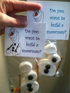 Will be making this for the kids Christmas party, except not Olaf for my boys lol. Noel Christmas, Christmas Goodies, All Things Christmas, Winter Christmas, Christmas Class Treats, Christmas Eve Box For Kids, Frozen Christmas, Christmas Snacks, Christmas Crafts For Kids To Make At School
