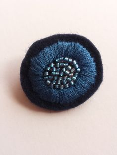 [Resale] Embroidery brooch Hand Embroidery Flowers, Embroidery Works, Hand Embroidery Designs, Embroidery Applique, Beaded Embroidery, Textile Jewelry, Fabric Jewelry, Beaded Jewelry, Brooches Handmade