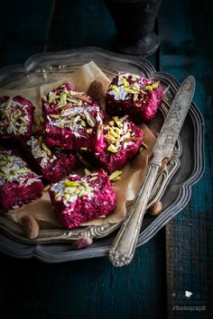 Jagruti's Cooking Odyssey: Beetroot Kalakand - Indian Beetroot Fudge 200 g peeled and grated beetroot 75 g paneer 75 g khoya , Khoa or Mawa 100 ml milk 100 g sugar 3 tbsp. ghee Pinch cardamom powder Slivers of almonds and pistachio Silver foil ( Varaq ) Indian Dessert Recipes, Indian Sweets, Sweets Recipes, Indian Recipes, Easy Sweets, Easy Desserts, Kalakand Recipe, Milk Powder Recipe, Sweet Crepes Recipe