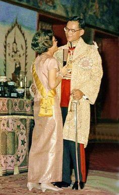 our beloved King , อ้อน ลูกชาย น่าดู เลยน๊า หม่อม(หลวง)สร้อยศรีสังวาลย์(จริงๆ เขาชอบให้เรียกแบบนี้แหละ)
