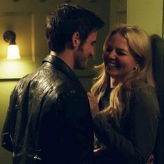 OMG LOOK AT COLIN'S HAND ON HER WAIST LOOK AT WHAT IT DOES OMG  ~I didn't notice that before this omg so cute!~