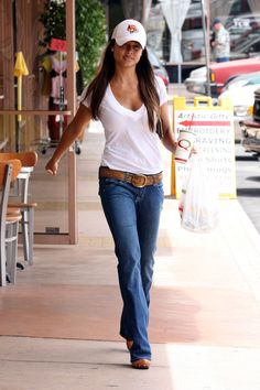 Who made Vanessa Minnillo's blue jeans? Mom Outfits, Casual Outfits, Cute Outfits, Casual Clothes, Vanessa Minnillo, T-shirt Und Jeans, Kendall Jenner Style, Kylie Jenner, Best Jeans