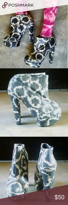 """SALE Senso Diffusion Wilma Tie Dye Boots 39 8 8.5 SALE! No offers please. clearance.  Retail $199.95+ tax Wilma Platform Ankle Booties marked size 39 (*rec for size 8-8.5 read below) Preowned in great condition. Minor wear on soles and around the ankle entry edges but look great overall. Sturdy 5"""" block heel and 1.5"""" front platform Size 39. I wear size 8 and because these run narrow and a bit small, these fit me well. (Brand recommended sizing up a size)  No trades. Solestruck nastygal…"""