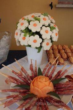 Tea party-love the sandwich bouquet! Edible Arrangements, Tea Sandwiches, Snacks Für Party, Food Decoration, Food Platters, Food Humor, Appetisers, Antipasto, Edible Art