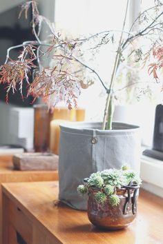 an-magritt #scandinavian #scandihome #whitefloor #livingroom #naturalwood #shelves