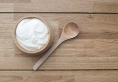 Aprenda a fazer iogurte e coalha seca em casa