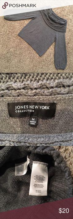 Jones New York medium sweater Great condition! Ships fast! Smoke free home! Jones New York Sweaters Cowl & Turtlenecks