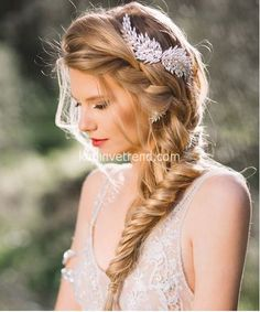 From polished buns to messy braids and bohemian waves, our list of wedding hairstyles for long hair has lots of options perfect for your big day. Check now for inspirations! Braids bohemian 20 Best Wedding Hairstyles for Long Hair Wedding Hairstyles For Long Hair, Wedding Hair And Makeup, Bride Hairstyles, Elegant Hairstyles, Hairstyle Wedding, Hairstyles 2016, Hairstyles Pictures, Side Ponytail Wedding, Latest Hairstyles